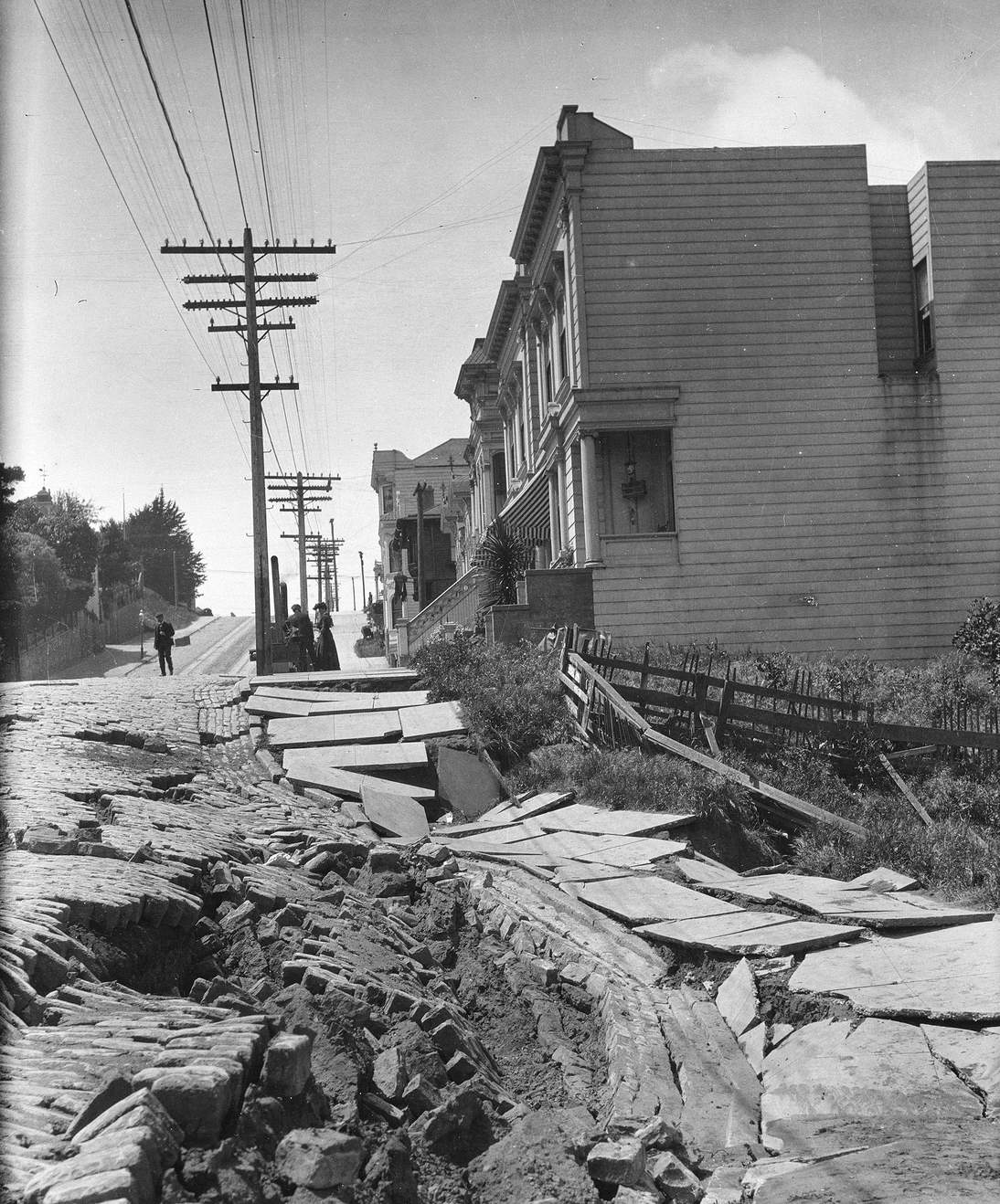 """Arnold Genthe, """"Untitled (Earthslip on San Francisco's Union Street)"""", 1906. Cellulose nitrate negative. Fine Arts Museums of San Francisco, Museum purchase, James D. Phelan Bequest Fund. 1943.407.6.1"""